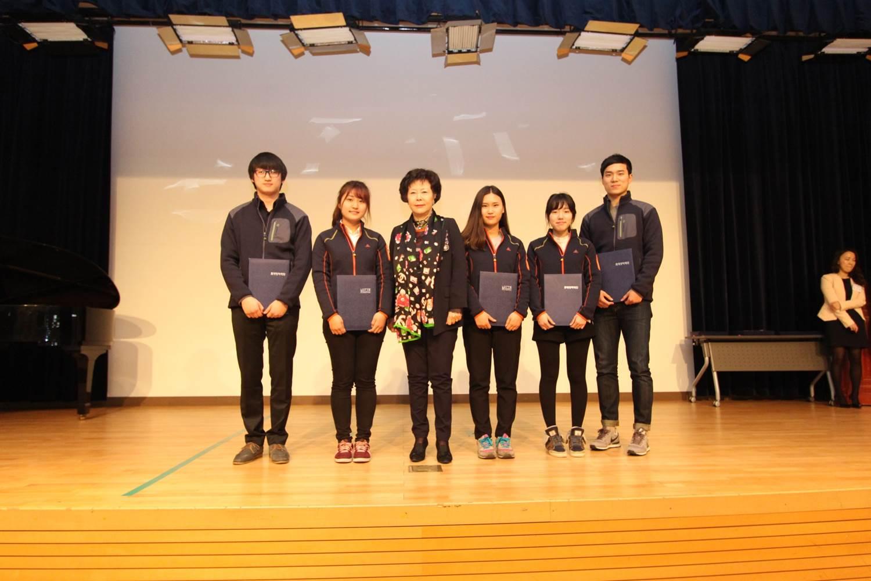 롯데장학생 한마음 소통캠프 장학금 기념 사진